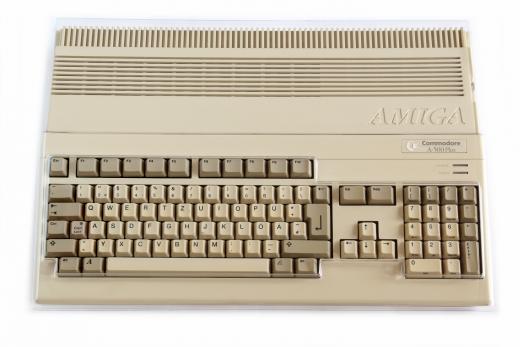 Transparente Staubschutzhaube aus Hartplastik für Amiga 500